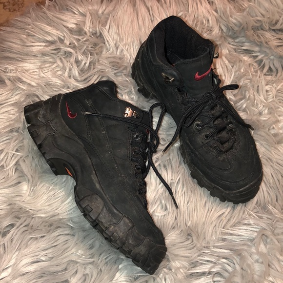 Bra officiell webbplats officiell Urban Outfitters Shoes | Vtg 90s Nike Acg Chunky Sneakers Black 7 ...